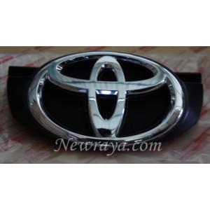 grille emblem Toyota Grand Innova